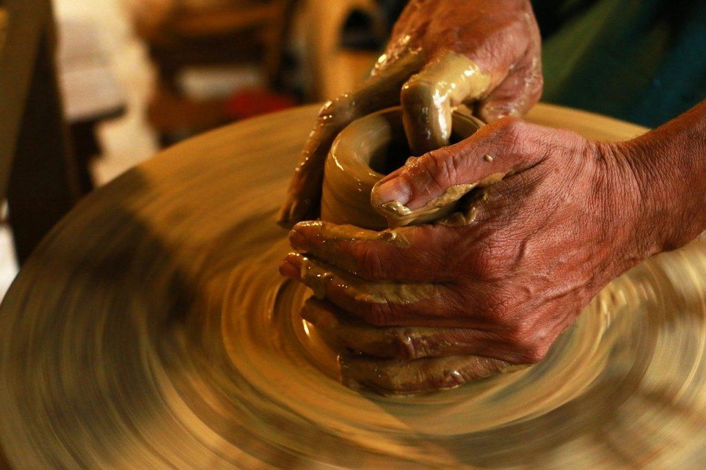 fabrication d'un vinaigrier en grès